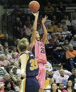 UT-women-s-hoops-Recker