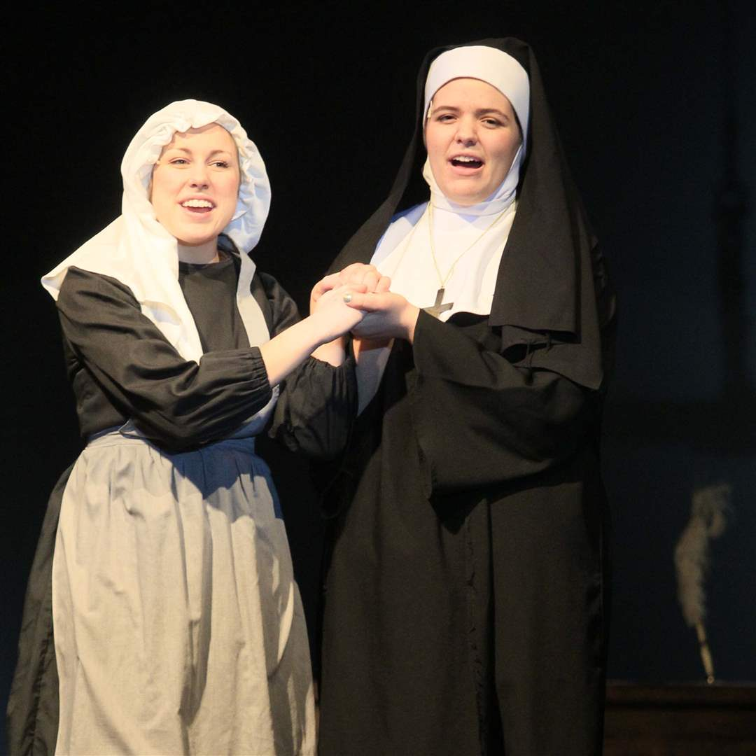 Rehearsal-Maria-and-Mother-Abbess