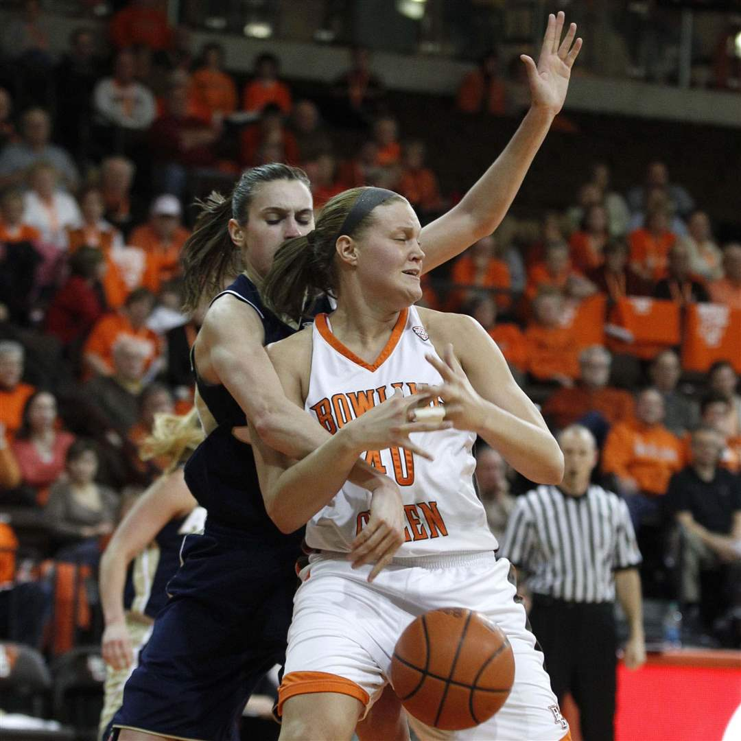 BGSU-Akron-loose-ball