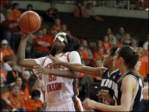 BGSU's Alexis Rogers looks to the basket in front of Akron's Anita Brown, center, and Rachel Tecca.
