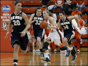 BGSU's Miriam Justinger dribbles in center of Akron's Taylor Ruper (20), Rachel Tecca (32) and Hanna Luburgh.