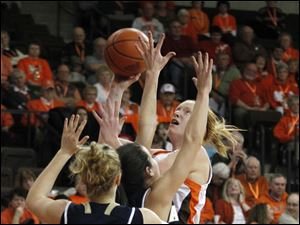 BGSU's Danielle Havel goes up for a shot.