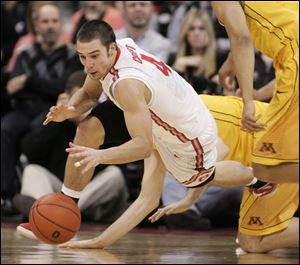 Ohio State's Aaron Craft dives after a steal against Minnesota during the second half.
