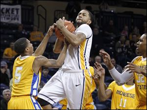 McNeese's Dontae Cannon forces a jump ball with Toledo's Dominique Buckley.
