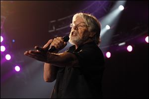 Bob Seger and The Silver Bullet Band began a new tour with a performance at the Huntington Center.