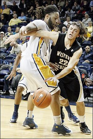 UT's Reese Holliday, who had 16 points, defends against Western Michigan's Austin Richie.