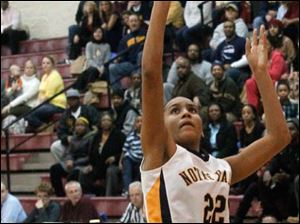 Notre Dame's Jada Worthy (22) lays up two points during the fourth quarter.