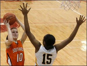 Southview guard Bailey Hejl (10) puts up two points off a drive over Notre Dame forward Kaalya McIntyre (15) during the first quarter.