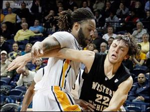 Toledo forward Reese Holliday (32) defends against Western Michigan guard Austin Richie (22).