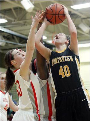 Northview's Kendall McCoy (40) drives to the basket against Central Catholic's Michelle Murnen (33) and Sydni Harmon during Thursday's district semifinal. McCoy finished with 21 points.