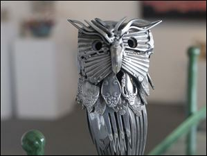 Gary Hovey sculpture of an owl with a rotating head.