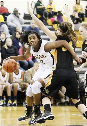 Notre Dame's Tierra Floyd drives against  Northview's Kendall Jessing. Floyd scored 18 points, including 12 of her team's first 19.