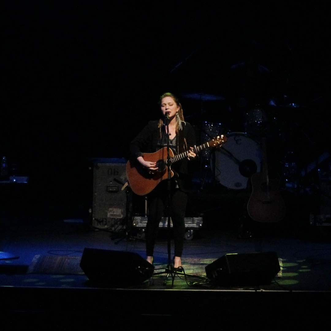 crystal bowersox performs in toledo the blade. Black Bedroom Furniture Sets. Home Design Ideas