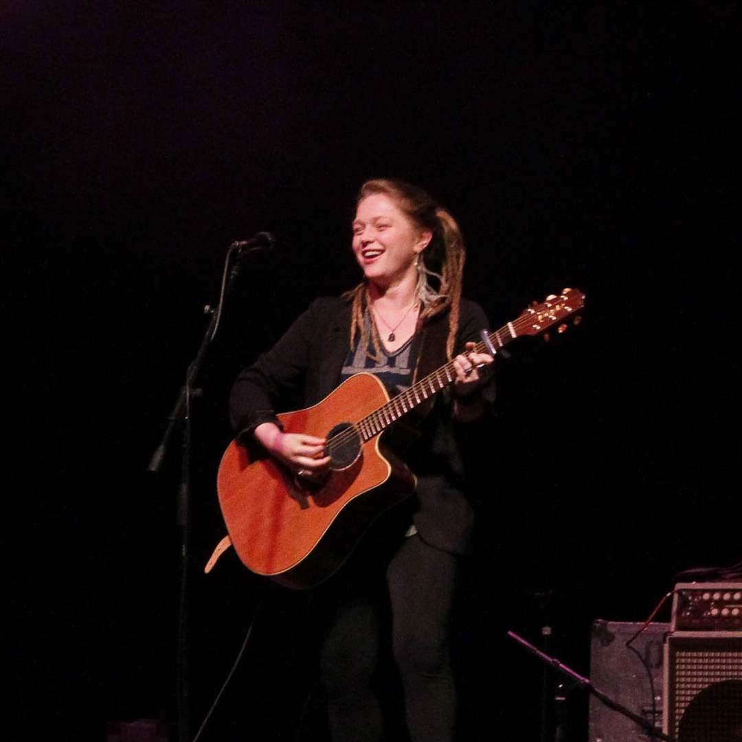 Crystal-Bowersox-strums-3-3