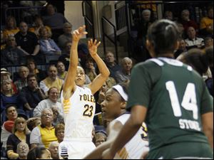 UT's Inma Zanoguera hits a 3 late in the second half. In front is teammate Yolanda Richardson.