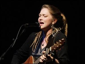 Crystal Bowersox's opening act was Monte Mar, her backing band, which is an alternative pop group from Los Angeles.