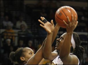 UT's Yolanda Richardson drives the lane against EMU's India Hairston in the second half.