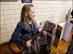 Nine-year-old Maisy Stevens portrays Taylor Swift.