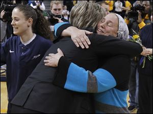 UT head coach Tricia Cullop hugs Shlumit Shafir (Naama's mother) prior to game.