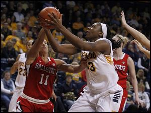 Ball State's Brandy Woody guards UT's Yolanda Richardson.