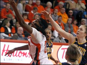 BGSU's Alexis Rogers blows by defenders for the shot.