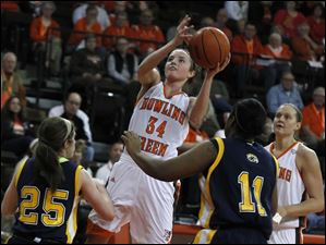 BGSU's Bailey Cairnduff shoots over Kent State's Rachel Mendelsohn, left, and Diamon Beckford.