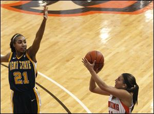 Kent State's Melanee Stubbs is late on stopping the shot by Jillian Halfhill.