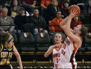 BGSU's Allison Papenfuss shoots in the paint.