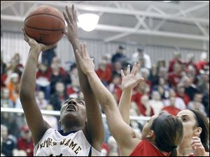 Notre Dame's Kaayla McIntyre goes to the hoop against Wadsworth's Haley Hassinger (22).