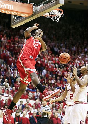 Ohio State's Sam Thompson dunks against Indiana. The Buckeyes need to defeat Illinois and for Michigan to beat the Hoosiers to earn a share of the Big Ten title.