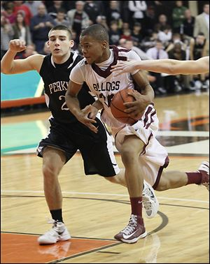 Perkins' Mitchell Benkey chases Scott's Bryson Collins, who led the Bulldogs with 17 points.