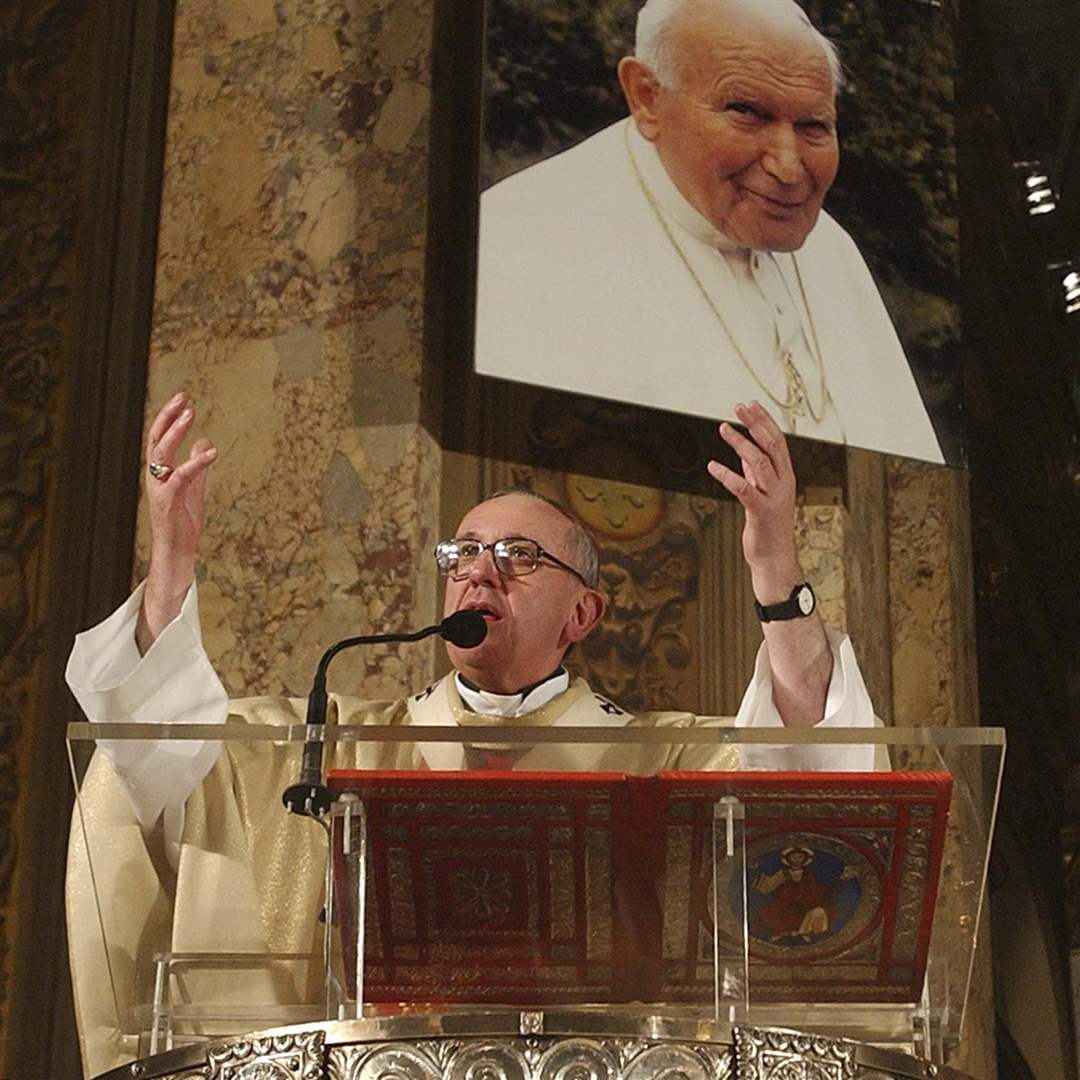 Pope-Francis-honors-Pope-John-Paul-II