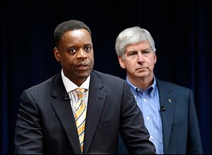 Kevyn Orr flanked by Michigan Gov. Rick Snyder.