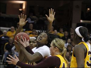 UT's Brianna Jones looks to the basket as the CMU defense collapses on her.