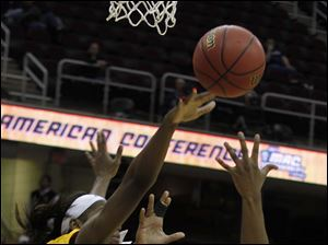 CMU's Brandie Baker blocks shot of UT's Yolanda Richardson.