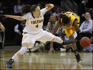 UT's Naama Shafir and CMU's Crystal Bradford scramble for a loose ball.
