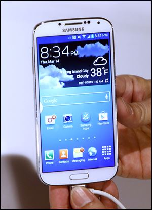 The Samsung Galaxy S 4 is to be available from Ve­r­i­zon Wire­less, AT&T, Sprint Nex­tel, T-Mo­bile USA, US Cel­lu­lar, and Cricket.
