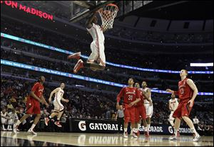 Ohio State's Sam Thompson dunks during the second half today at the Big Ten tournament in Chicago.