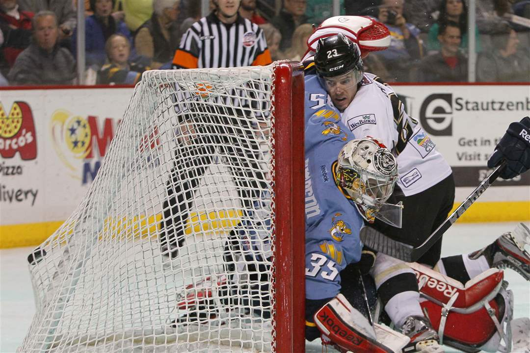 Walleye-Nailers-crash-goal