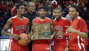 From left, Tony Kynard, coach Earl Morris, Clemmye Owens, DeVonte Pratt, and Chris Austin accept the Division I regional championship trophy after beating Brecksville-Broadview Heights 63-61 in overtime. The Rams (20-7) play third-ranked Cincinnati Walnut Hills (27-1) in the state semifinals.