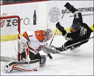 Bowling Green goalie Andrew Hammond posted a 10-15-3 record with a 2.47 goals-against average and .917 save percentage with the Falcons last season.