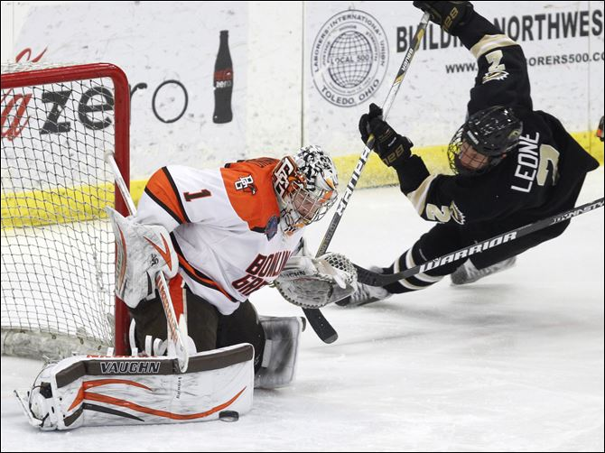 SPT BGhockey19p hammond Bowling Green goalie Andrew Hammond posted a 10-15-3 record with a 2.47 goals-against average and .917 save percentage with the Falcons last season.
