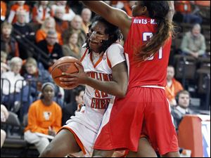 Bowling Green State University forward Alexis Rogers (32) drives against  SMU forward Destynee Hives-McCray (31).
