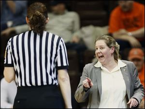 Bowling Green State University head coach Jennifer Roos argues a  call.