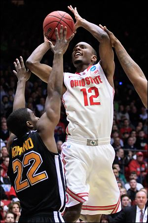 Ohio State forward Sam Thompson shoots against Iona guard Sean Armand (22) in the second half. Thompson scored a career-high 20 points, including six points on thunderous dunks. The Buckeyes scored a season high in points.