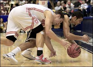 Ohio State's Aaron Craft, left, chases a loose ball with Iona's Tre Bowman in the first half. The Buckeyes advance to play Iowa State.