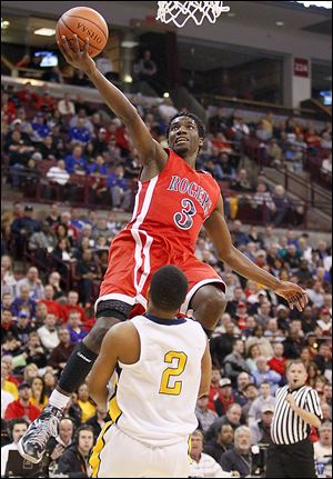 Tony Kynard II, who led Rogers with 25 points, goes to the basket against Adam Brown of Cincinnati Walnut Hills. The Rams (21-7) play Mentor (24-5) at 8:30 p.m. today for the Division I championship.