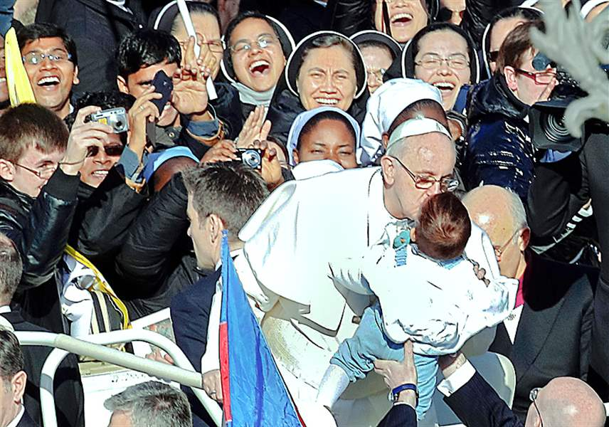 Vatican-Pope-kisses-baby