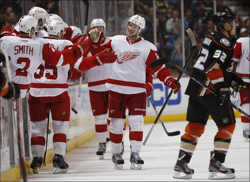 Red-Wings-Ducks-Hockey-Abdelkader.jpg