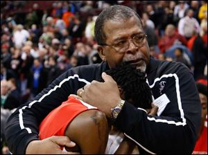 Rogers head coach Earl Morris consoles Tony Kynard after losing to Mentor.